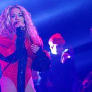 Rita Ora pjevala u pripijenom trikou: 'Ponosna sam Albanka'