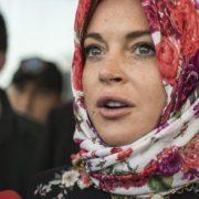 'MOŽDA SE PREOBRATIM NA ISLAM, DIVNA RELIGIJA' Veliki životni zaokret divlje američke glumice, drogiranje i opijanje zamijenila humanitarnim radom
