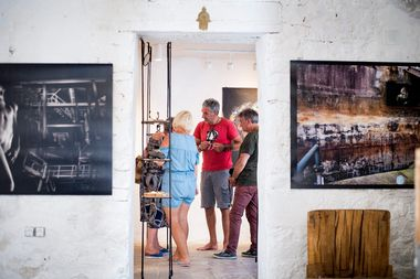 Stari Grad, 210618. Umjetnik Zoran Tadic u svome ateljeu izradjuje umjetnine. Foto: Ante Cizmic / CROPIX