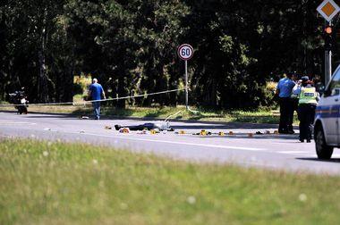 Zagreb, 140718. Branimirova, Stefanovecki zavoj. Prometna nesreca, nalet motocikliste na pjesakinju koja je smrtno stradala. Na fotografiji: policijski ocevid. Foto: Damir Krajac / CROPIX
