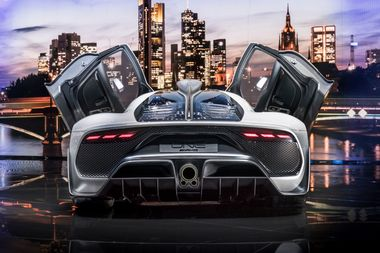 Showcar Mercedes-AMG Project ONE, zweisitziger Supersportwagen-mit modernster und effizientester Formel 1-Hybrid-Technologie, High Performance Plug-in Hybrid Antriebsstrang mit 1,6-Liter-V6-Turbobenzinmotor und vier Elektromotoren Showcar Mercedes-AMG Project ONE, two-seater supersports car with the very latest and efficient, fully-fledged Formula 1 hybrid technology, high-performance plug-in hybrid drive system with 1.6 1.6-litre V6 turbocharged petrol engine and four electric motors