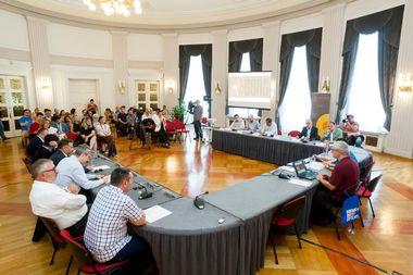 Zagreb, 150918. HND. Povodom Medjunarodnog dana demokracije GONG je organizirao okrugli stol pod nazivom Kako ostvari ravnotezu izmedju izravne i predstavnicke demokracije. Na fotografiji: okrugli stol. Foto: Tomislav Kristo / CROPIX