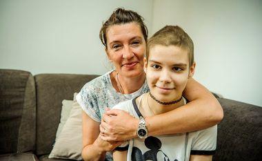 Sibenik, 160618. Djevojcica Luca Seneta boluje od rijetke bolesti tumora Na fotografiji: Luca i majka Franka Foto: Niksa Stipanicev / CROPIX