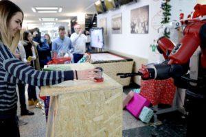 Božić na FER-u: Robote, molim te jedan kolač i kuhano vino...
