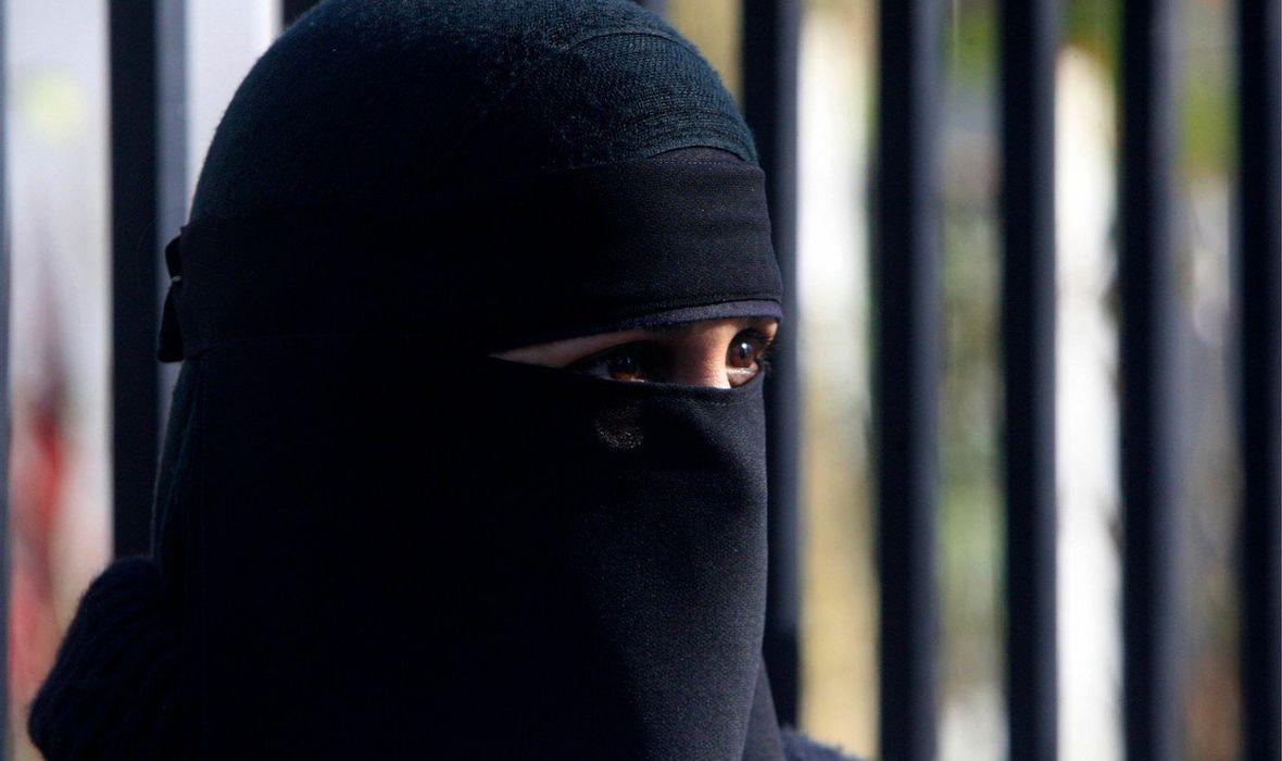 Njemica kupila 5-godišnju iračku curicu, držala je za roba i ostavila zavezanu lancem na suncu da umre u mukama od žeđi