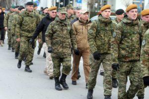FOTO: PUME SE NAKON DESET GODINA VRATILE U VARAŽDIN Vojnici od Našica do varaždinske vojarne pješačili, u zadnjoj fazi priključio im se i Krstičević