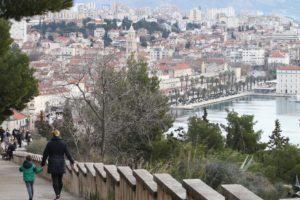 Unatoč buri: Splićani ponovno u prosvjednoj šetnji za Marjan