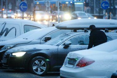 Zagreb, 220119. Vukovarska Zagrepcane je rano ujutro docekao tanki sloj snijega. Foto: Ranko Suvar / CROPIX