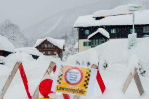 NOVO UPOZORENJE ZBOG LAVINA U AUSTRIJI Nakon kratkog predaha u petak vikend donosi gust snijeg i olujne vjetrove