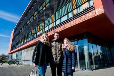 Frankfurt, 130219. BMLS - Buchmann Institute for Molecular Life Science. Na fotografiji: Andrea Gubas, Vigor Matkovic, Ines Tomaskovic. Foto: Tomislav Kristo / CROPIX