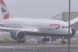 Skoro ga odnio vjetar: Pilot u Londonu odustao od slijetanja