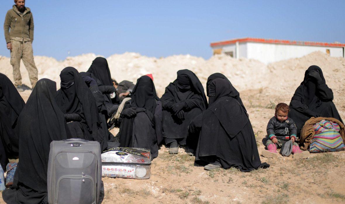 ŠTO NOSE SA SOBOM ŽENE KOJE BJEŽE IZ KALIFATA ISLAMSKE DRŽAVE 'Muškarci nemaju ništa, ali kada otvorimo ženske torbice silno se iznenadimo'