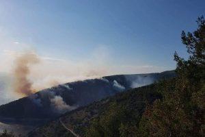 Požar na Mosoru: Izbio je na vrlo nepristupačnom terenu