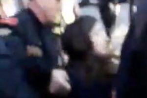 Crnogorska policija s prosvjeda odvukla trudnicu: 'Pustite me'