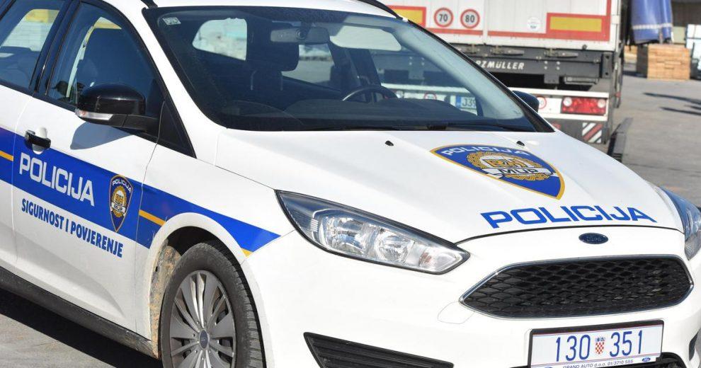 Djevojka (18) u Puli napala policajce i prijetila im smrću