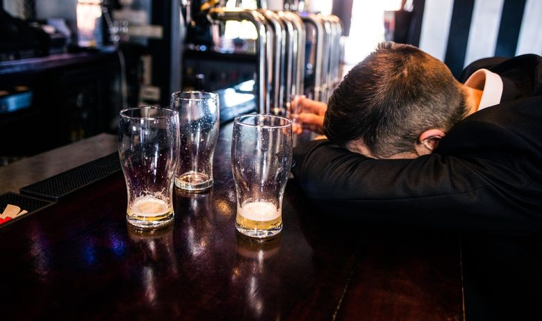 alkohol, pijanstvo, kafić, šank, Karlovac