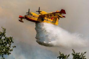 MORH: Dva kanadera gase požar kod Knina