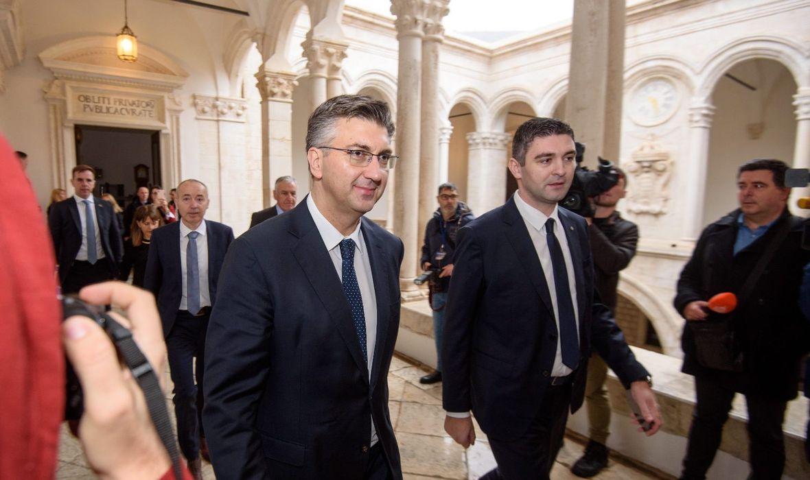 'NETKO ŽELI UTJECATI NA DESTABILIZACIJU VLADE, SVI MOŽETE SPOJITI DVA PLUS DVA' Plenković u Dubrovniku komentirao slučaj Tolušić