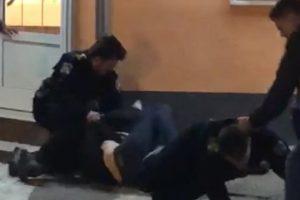 Policija istražuje video: Ispred pekarnice potukle se maškare?