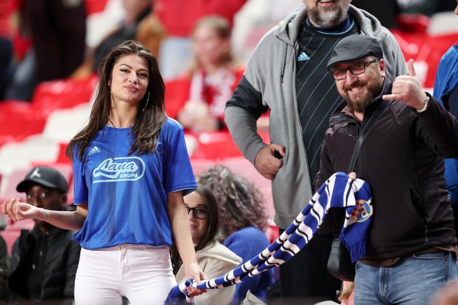 Lisabon: Djevojka Brune Petkovića Tea Slavica na tribinama Stadiona svjetlosti | Autor: Goran Stanzl/PIXSELL