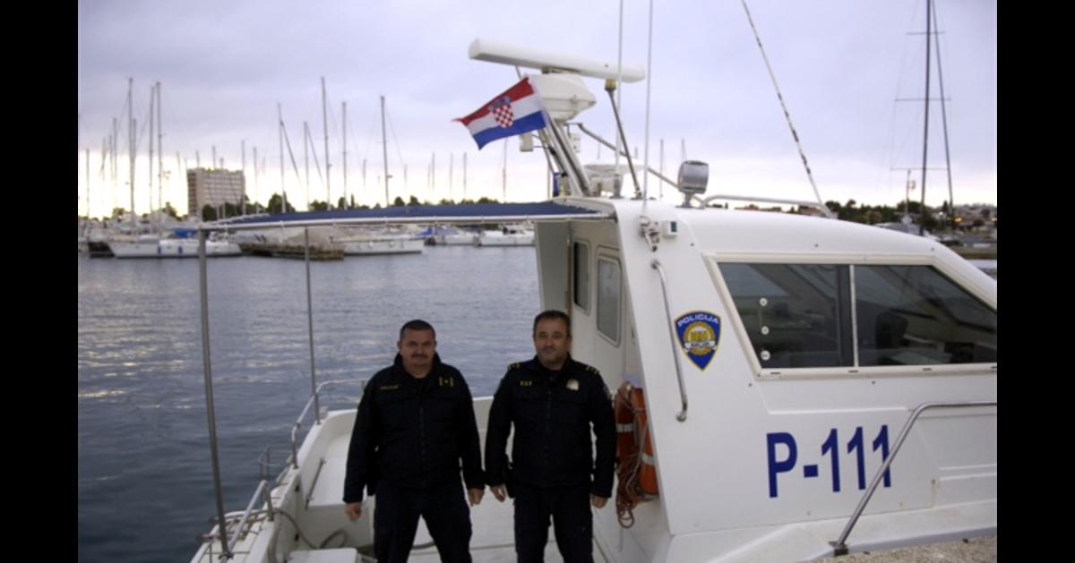 Ribaru (86) otkazao motor na barci usred jakog nevremena