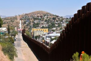 TRUMP DOBIO DIO NOVACA ZA ZID Pentagon odobrio milijardu dolara za gradnju 92 kilometra ograde visoke pet i pol metara