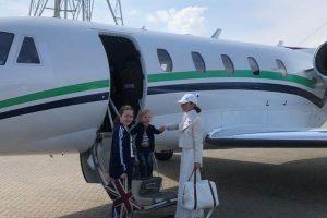 Geri-Halliwell-putuje-zrakoplovom-na-turneju