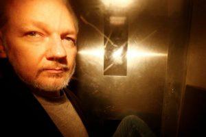 SAD-OBZNANIO-17-OPTUŽNICA-ZA-ŠPIJUNAŽU-PROTIV-ASSANGEA-Protuzakonito-je-objavio-imena-tajnih-izvora-i-udružio-se-s-Manningom-radi-špijunaže