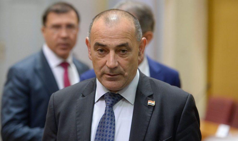 MINISTAR BRANITELJA TOMO MEDVED ZAVRŠIO U BOLNICI Hospitaliziran je u KB Dubrava zbog teškoća sa srcem