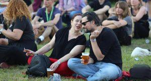 Jelena Miholjević sa suprugom na festivalu: Pili pivu na travi