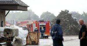 Vatrogasci gase požar u hali za sortiranje otpada u Varaždinu