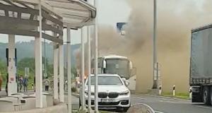 Planuo autobus pun putnika, gasili ga na benzinskoj pumpi