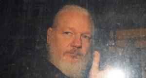 Mike Pompeo uvjeren da će Assange biti izručen SAD-u: 'Mi ćemo mu suditi'