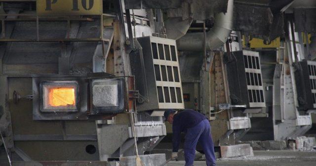 Radnici, uprava i političari žele opet proizvodnju u Aluminiju