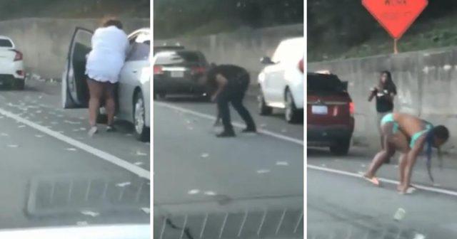 Dok je novac je letio po cesti, vozači su ga mahnito skupljali