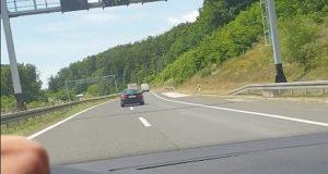 VIDEO: POJAVILA SE NOVA SNIMKA DIVLJAKA KOJI JE BMW-om SKRIVIO UŽASNU NESREĆU NA NAPLATNIM KUĆICAMA Svjedok: 'Promašio me za nekoliko centimetara'