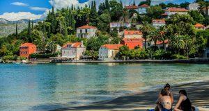 VEĆ TREĆI SLUČAJ U DVA TJEDNA More na plaži kod Dubrovnika onečišćeno je fekalnim vodama: 'Ne preporučujemo kupanje'