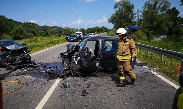 JEZIVA SCENA NA STAROJ ZAGORSKOJ CESTI Petero ozlijeđenih nakon strašnog sudara, automobili su bili potpuno smrskani
