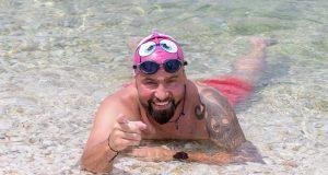 RIBAFISH ODRADIO PRVU ETAPU PROJEKTA ŽIVOTA U SPOMEN NA TRAGIČNO PREMINULOG SINA Plivao je od 6. srpnja i simbolički povezao 17 naših otoka