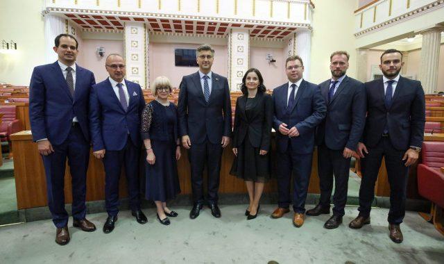 PRVO VELIKO ISTRAŽIVANJE NAKON REKONSTRUKCIJE VLADE Građani otkrili da ih je većina umjesto preslagivanja Plenkovićeva kabineta zapravo htjela izbore