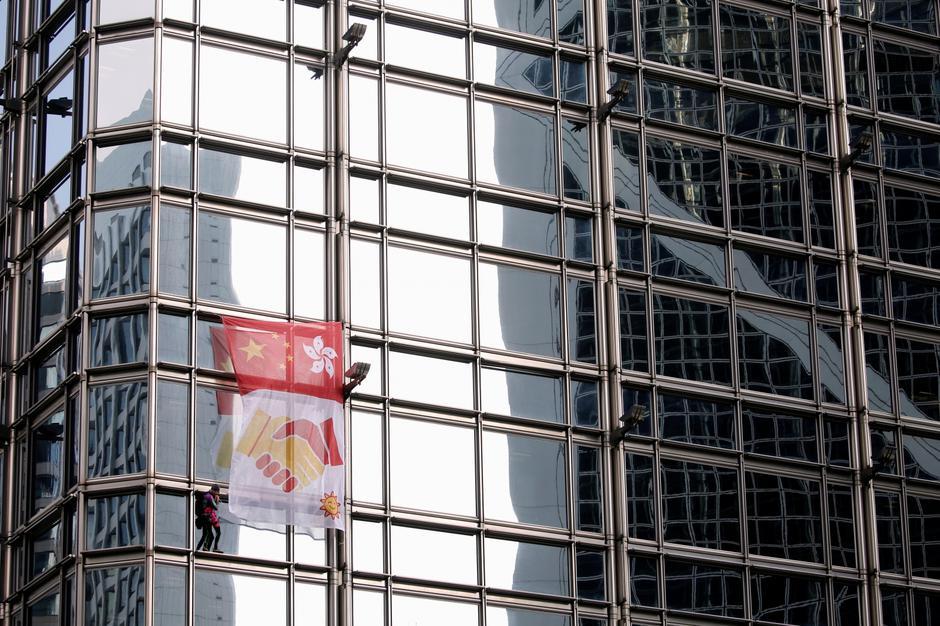French urban climber Alain Robert climbs the Cheung Kong Center building in Hong Kong | Autor: Ann Wang/REUTERS/PIXSELL/REUTERS/PIXSELL