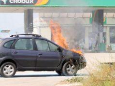 Umalo katastrofa! Auto joj se zapalio na ulazu na benzinsku
