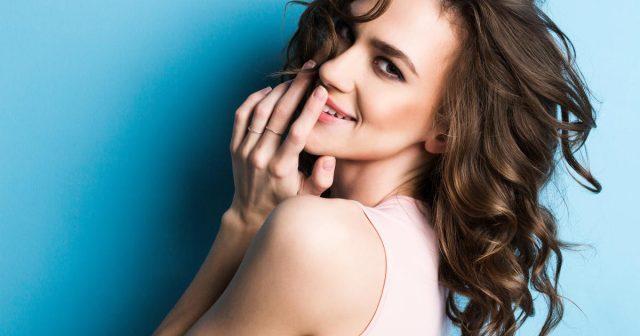 10 suptilnih znakova koji dokazuju da si jako privlačna!