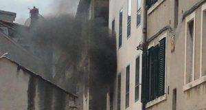 Gori u središtu Splita: Planulo je u zgradi u blizini Peristila
