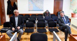 BIVŠI MINISTAR ZDRAVSTVA OPET NA OPTUŽENIČKOJ KLUPI Viši sud ukinuo je presudu prema kojoj Hebrang nije klevetao ministra Kujundžića