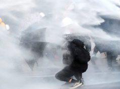 Prosvjed u Hong Kongu rastjeran suzavcima i vodenim topovima