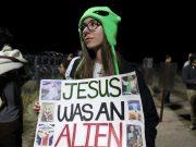 PROPALA 'INVAZIJA' NA AMERIČKU ZONU 51 U KOJOJ VLADA 'SKRIVA VANZEMALJCE' Umjesto dva milijuna došlo tek stotinjak ljudi, jedan uhićen zbog uriniranja