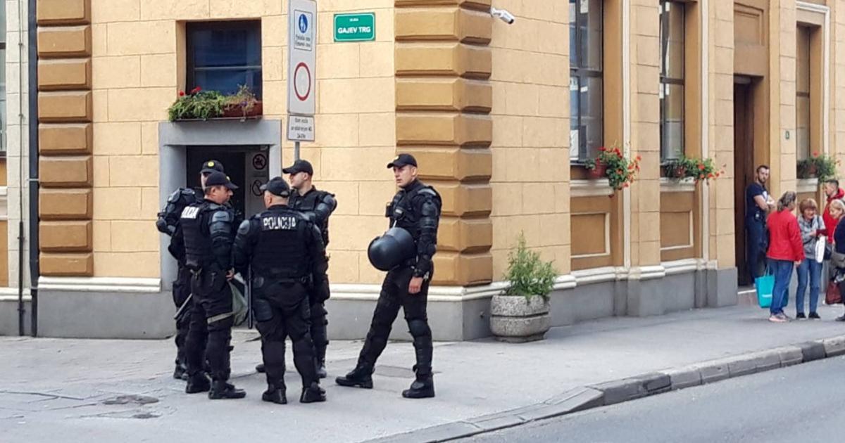 Policijski gay sex com