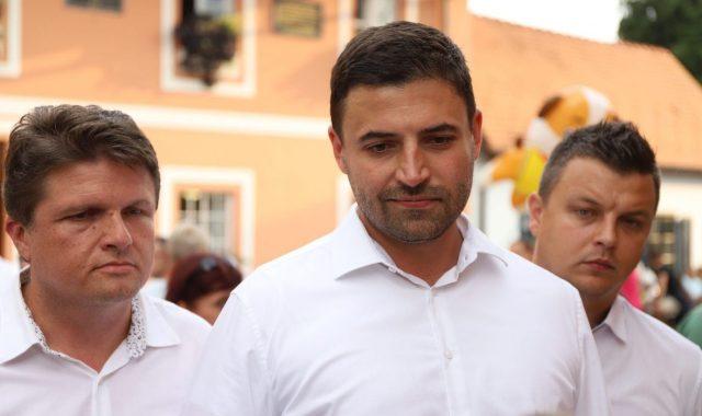 ŠEF SDP-a KOMENTIRAO ODNOS HDZ-SDSS 'Ljubav Pupovca i Plenkovića velika je i neobjašnjiva, vlada osobni interes'