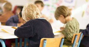 NOVI SKANDAL U KNINSKOJ ŠKOLI Roditelji tvrde da učiteljica zlostavlja njihovu djecu, prozvana nastavnica sve demantira